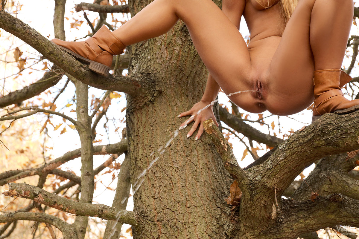 Nude girl in tree, old man eating pussy videos