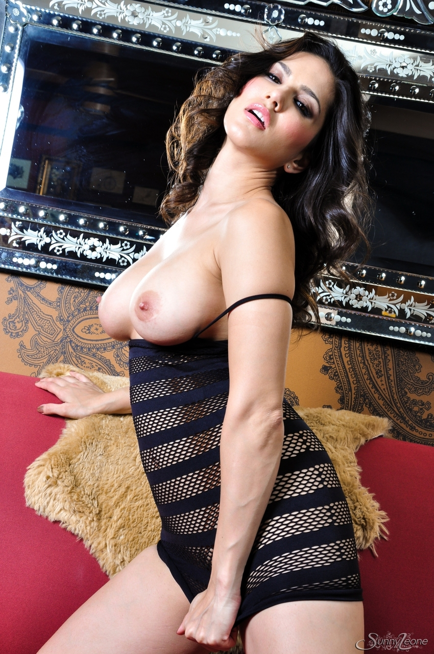 Busty amateur Sunny Leone showcases her landing strip pussy in solo action