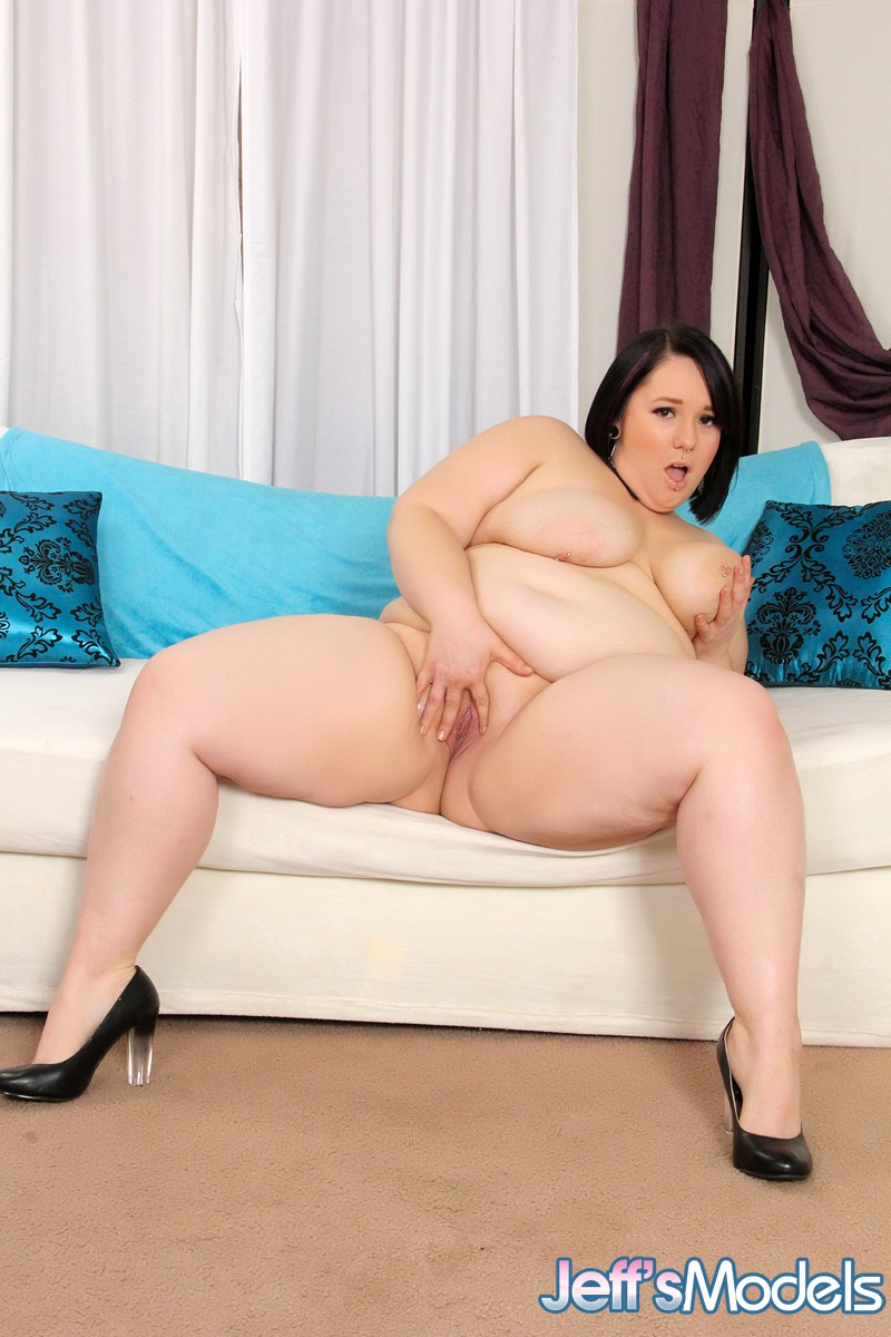 Mature thick SSBBW Alexxxis Allure showing off saggy tits & big bald pussy