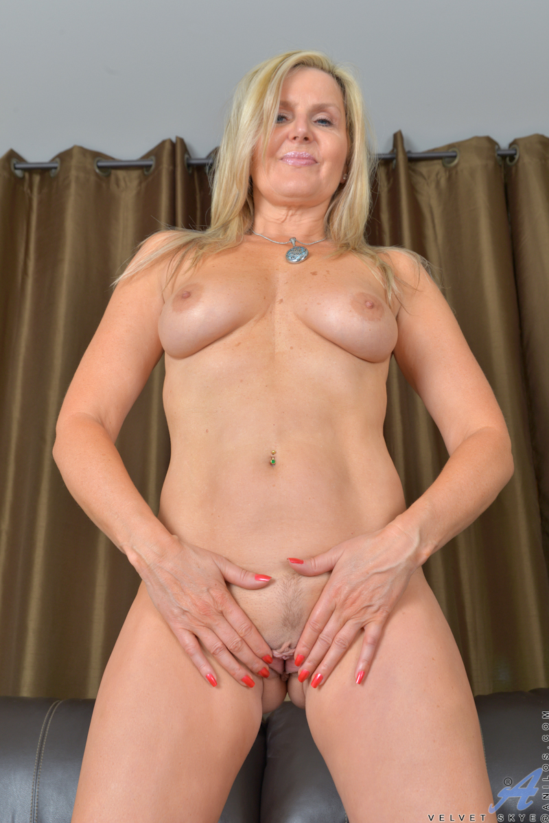 mature tits European blonde milf
