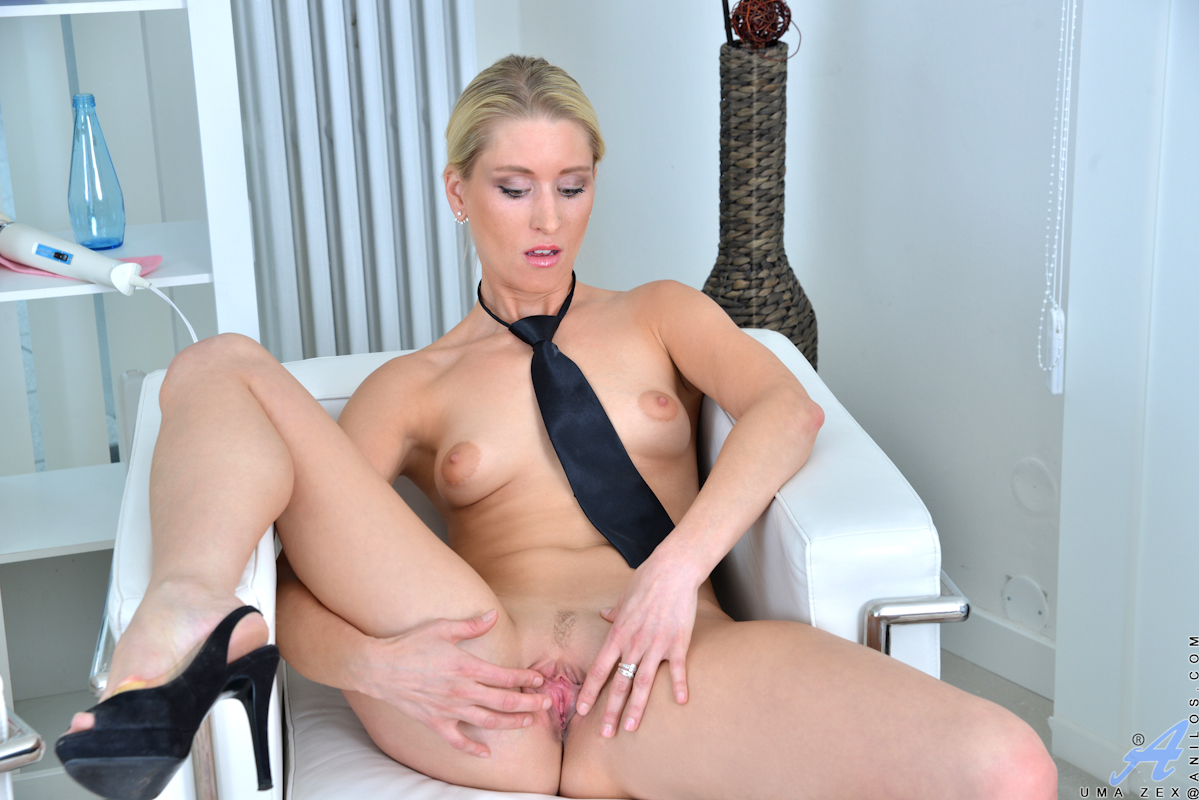 mature blond mom masturbating