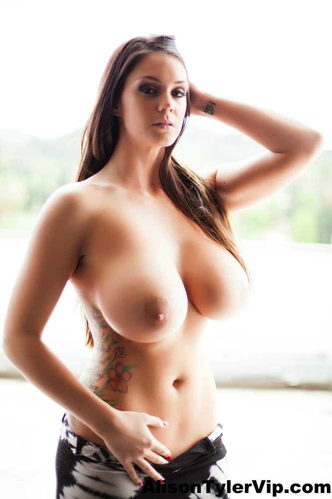 Big breasted women topless selfshot healthy!