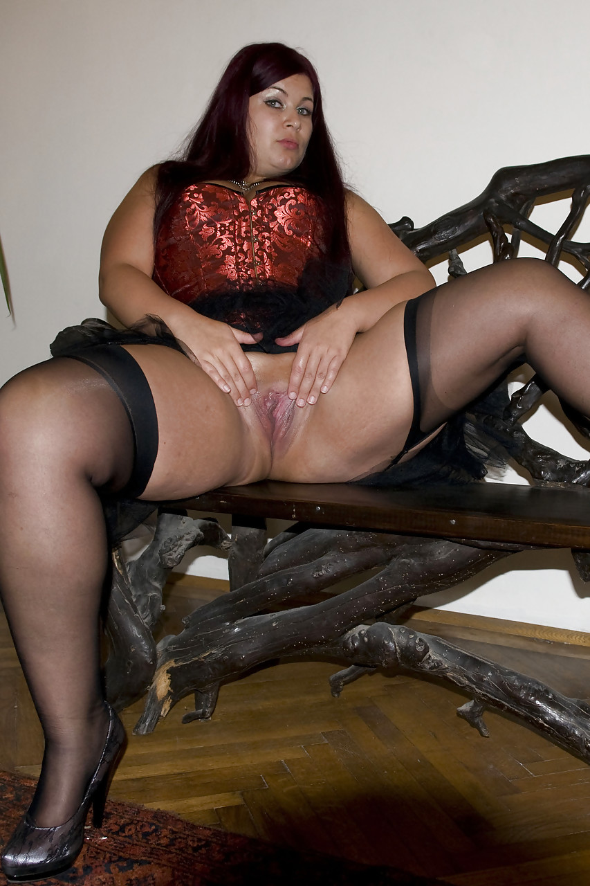 mature fatty cora kitty spreading thick legs to toy nude pussy with