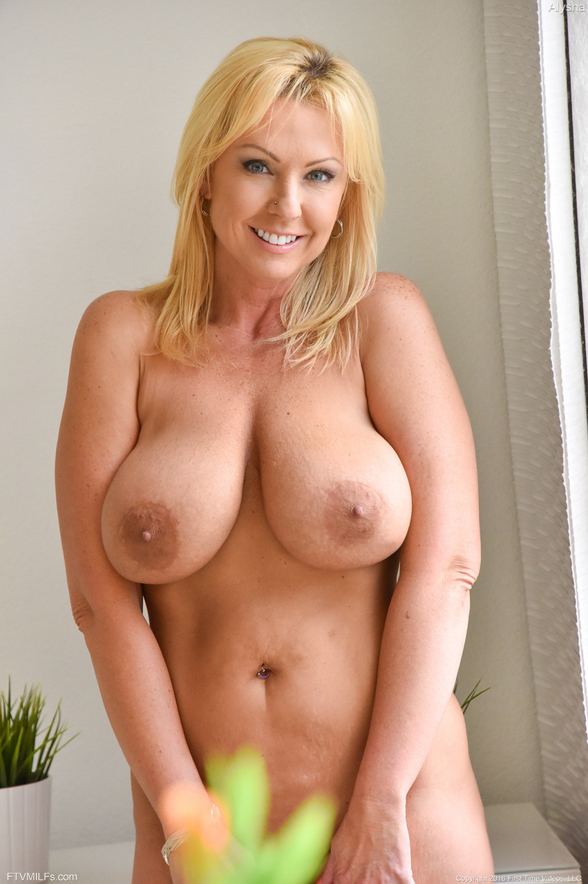 Nipples! Blonde huge dildo sex