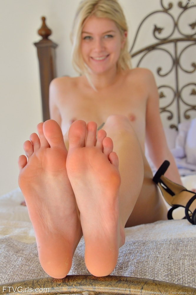 Valuable Sexy girls feet coffee right
