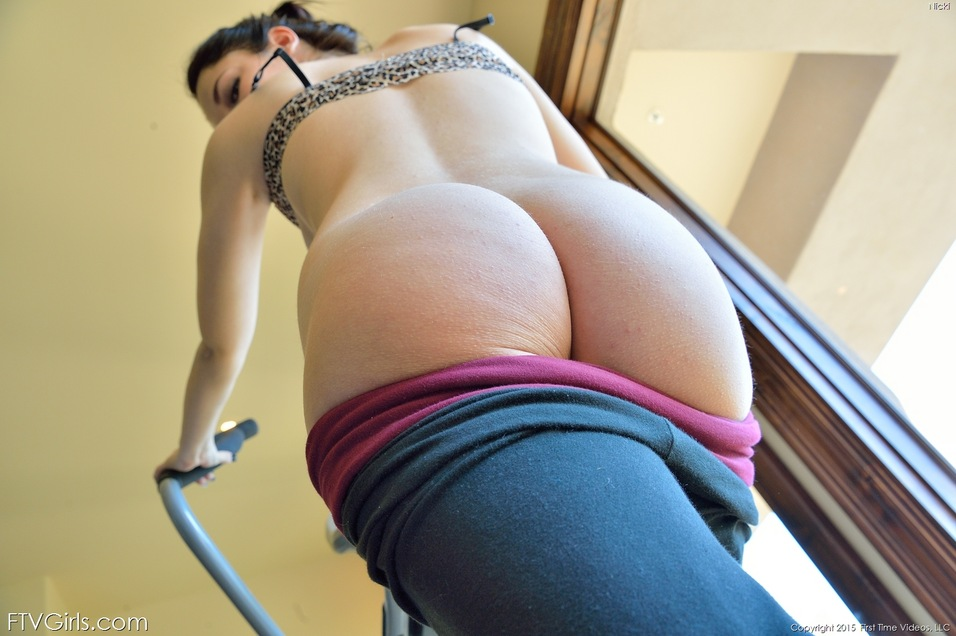 Hot Nice Ass Porn - ... Sports girl drops yoga pats to show hot ass & toy shaved pussy with  dildo ...