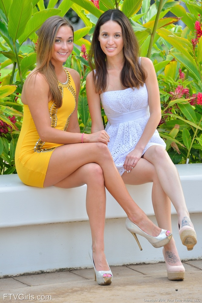 leggy lesbos in high heels flash no panty upskirts outside