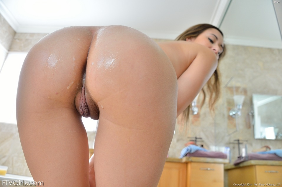 femals-nude-bubble-ass-bent-over