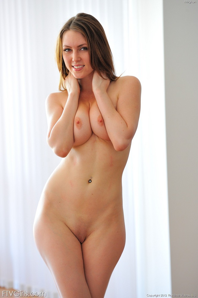Beautiful big tits big ass spreading model