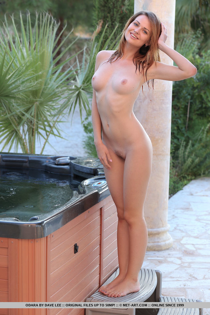 girls nude hot tubs