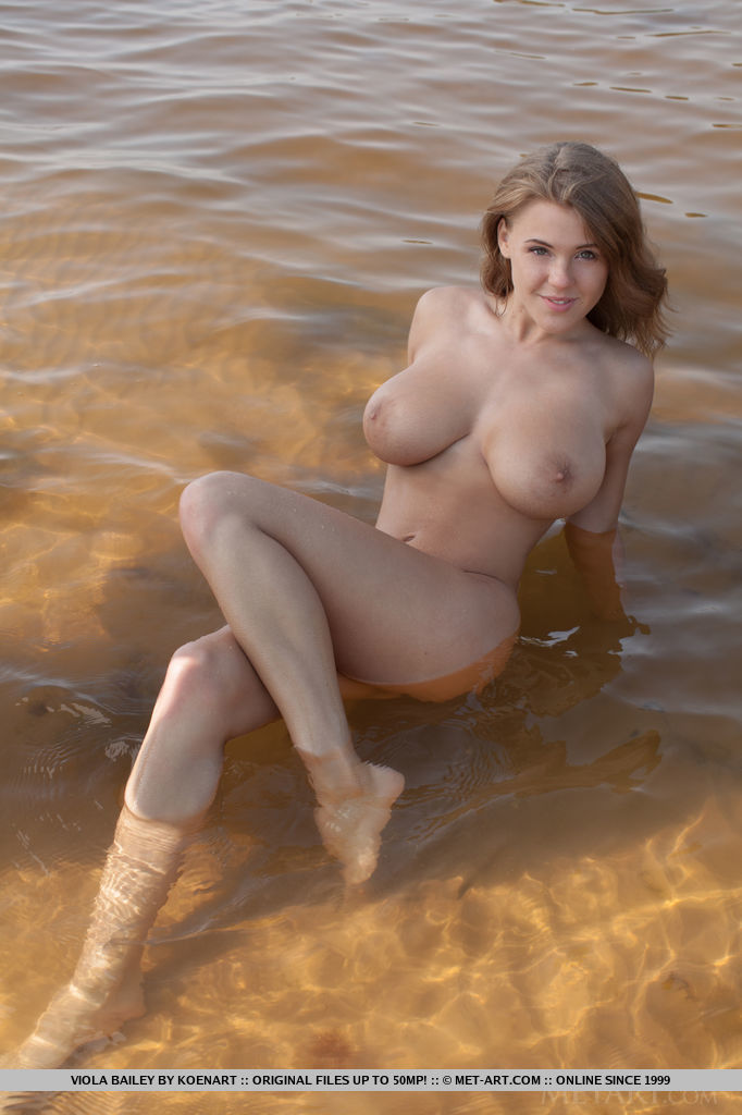 Beach babe naked