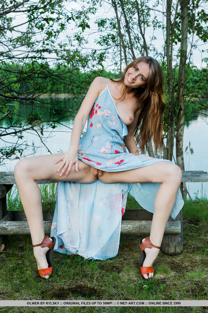 upskirt pussy outdoors Shaved