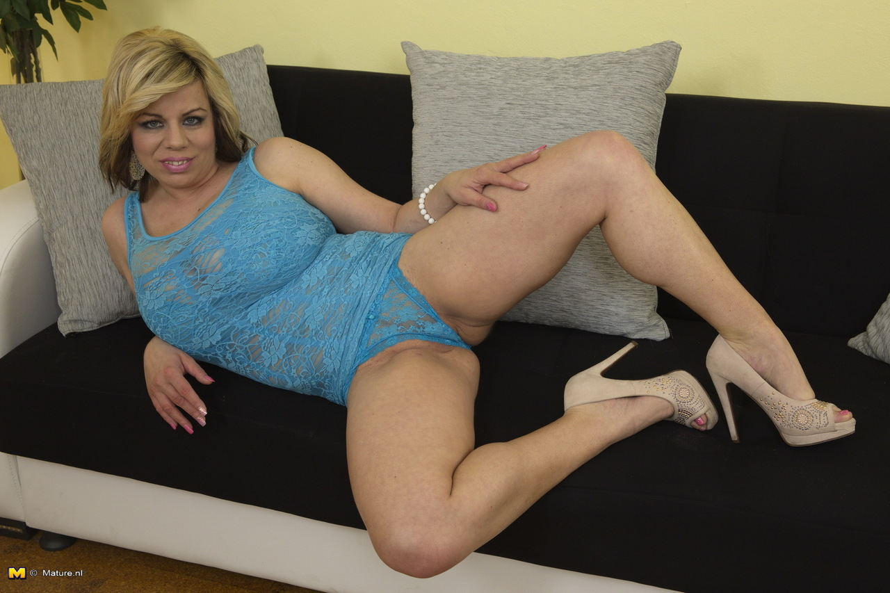 alt lesbo fingered by mature dyke