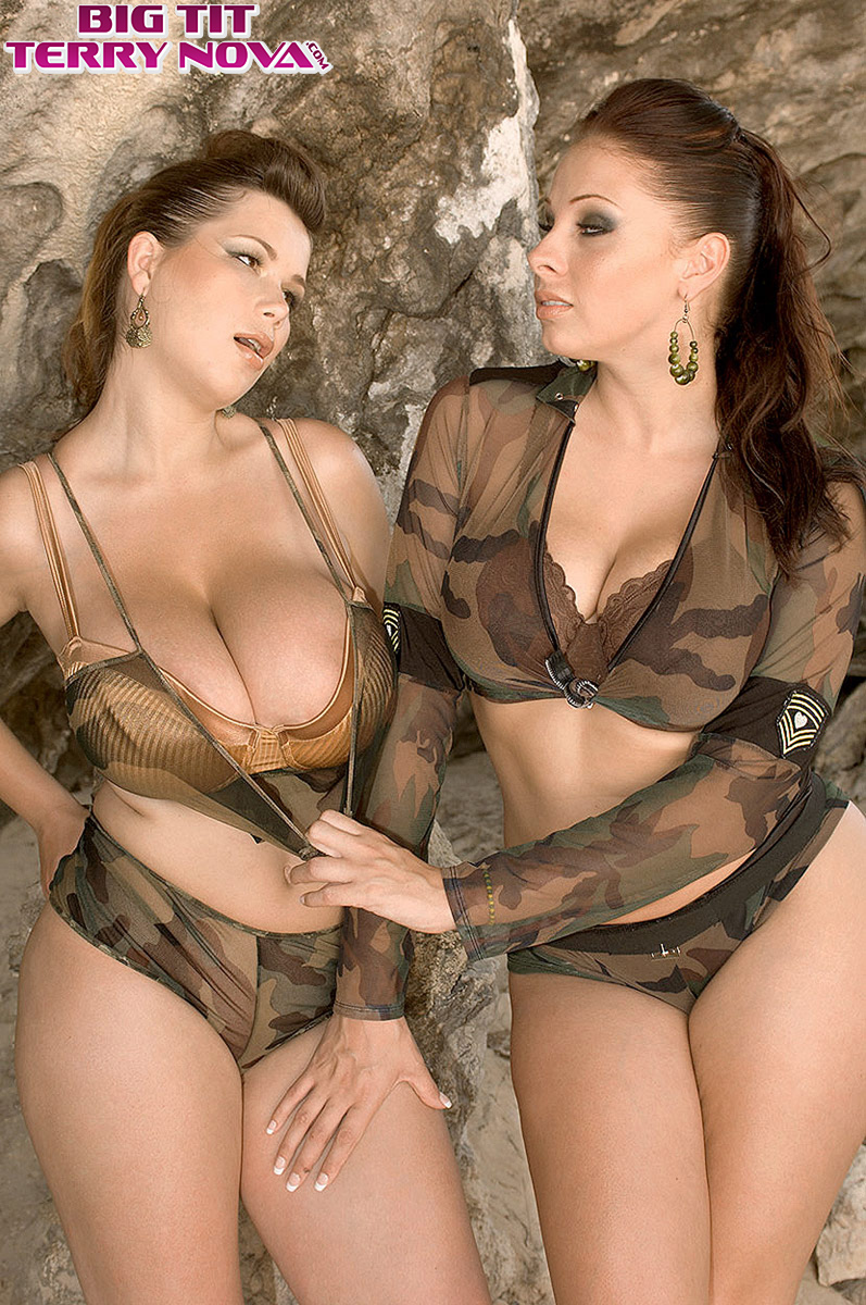 Naked camo titsnaked bisexual three