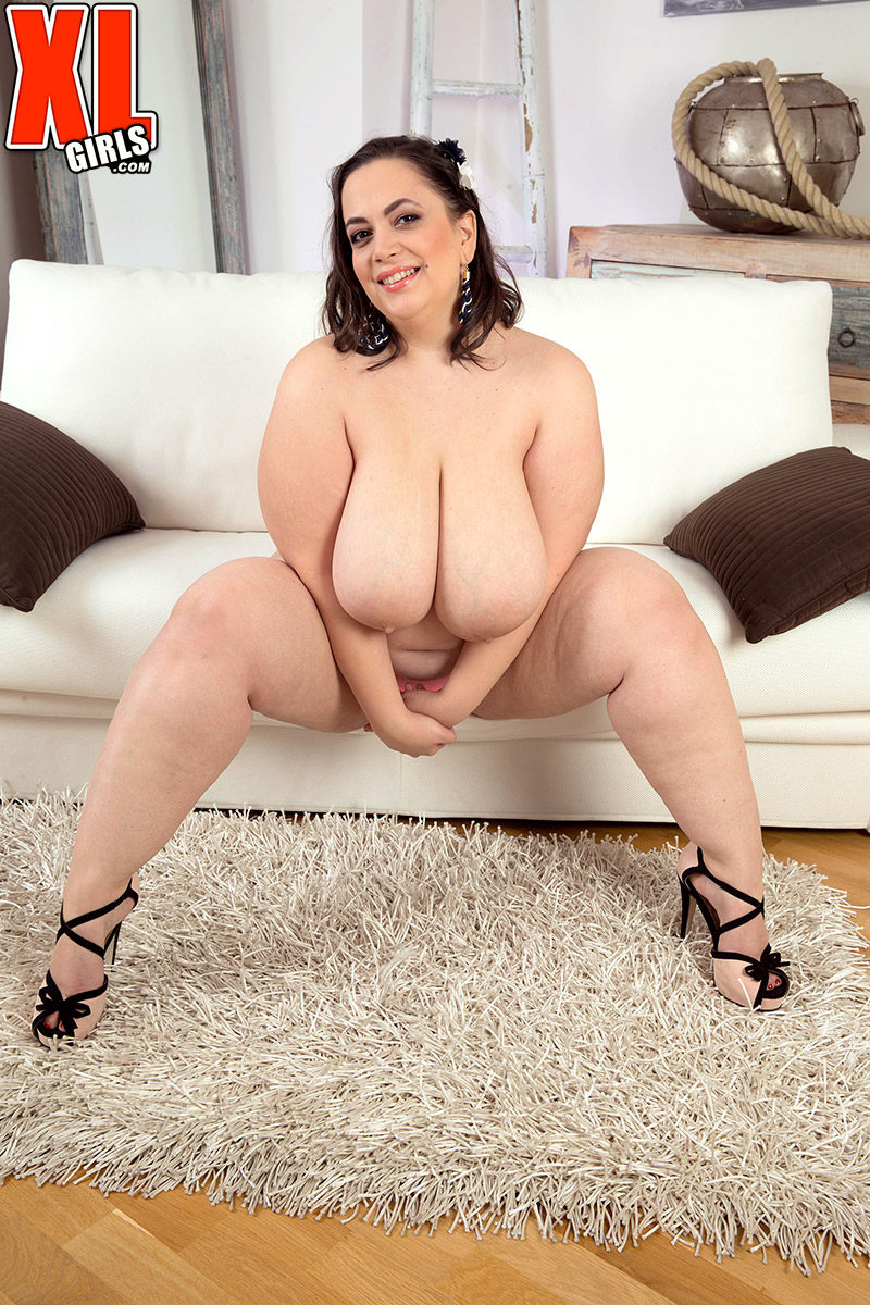 Huge fatty Mia Sweetheart gives an exciting view of her monster knockers