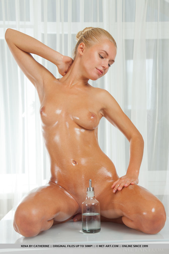 hot oily naked girl