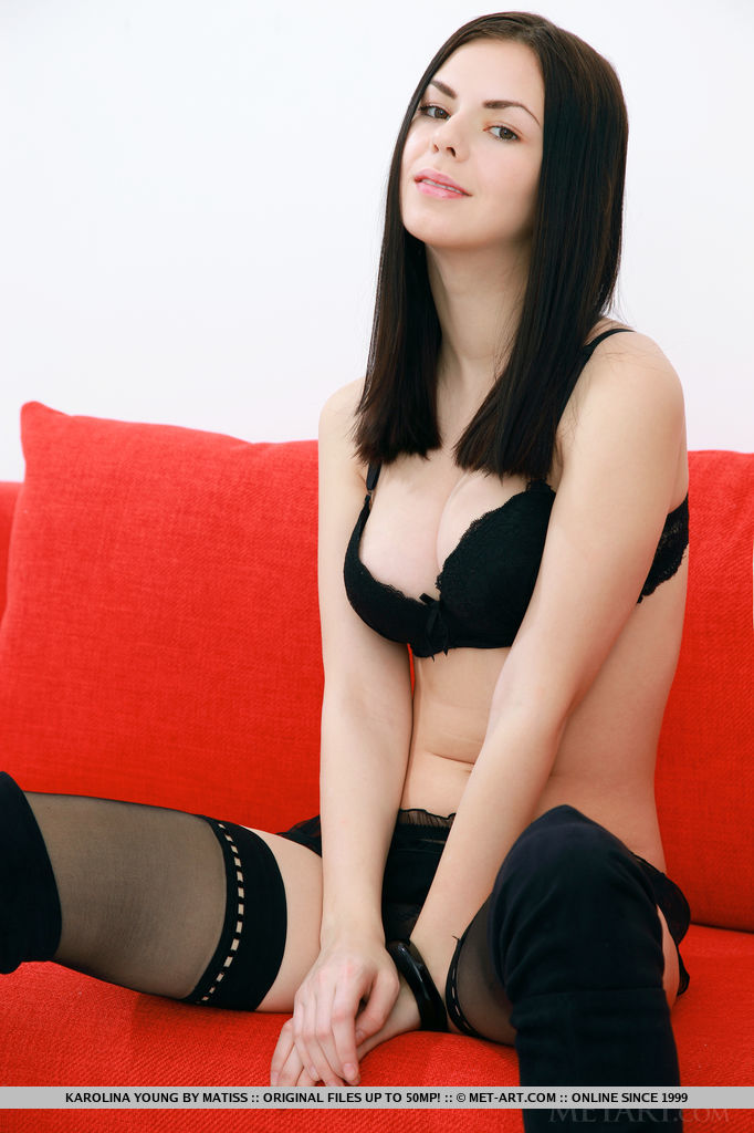 raven-haired-babes-nud-gifs
