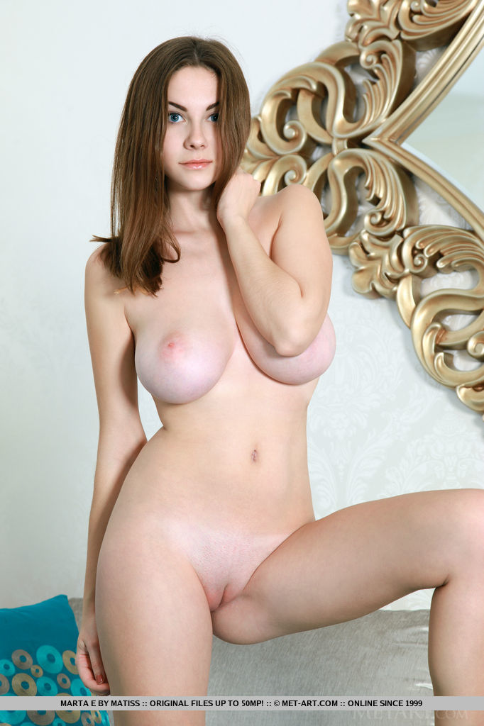 Girl natural naked vagina