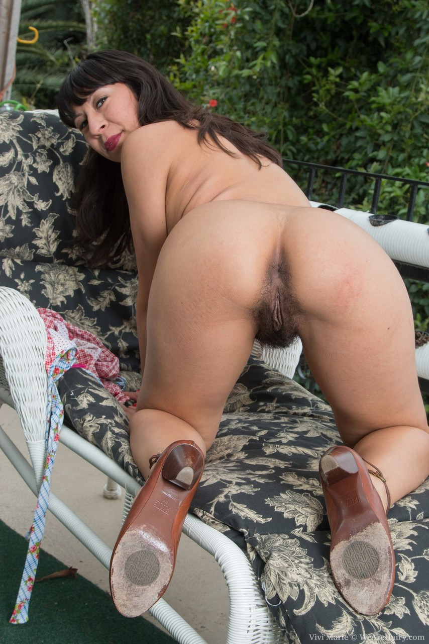 Solo girl Vivi Marie displays her hairy underarms and beaver on patio