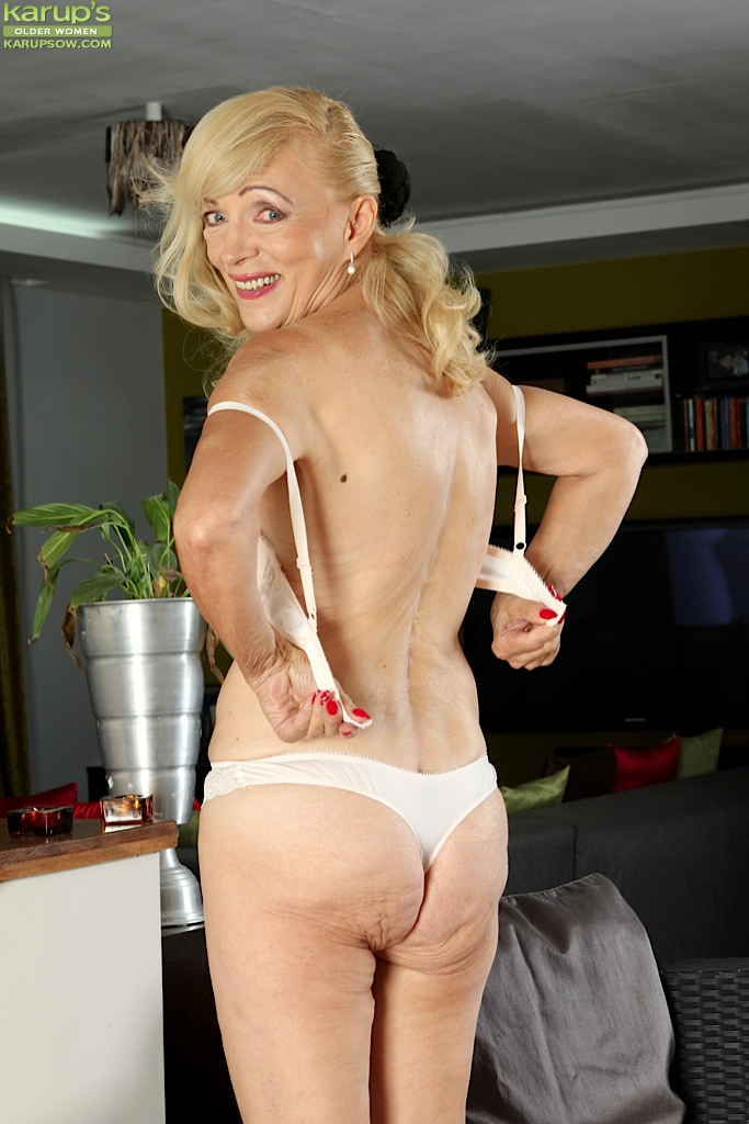 Hot Video! mature shaved granny pics that's hot. She