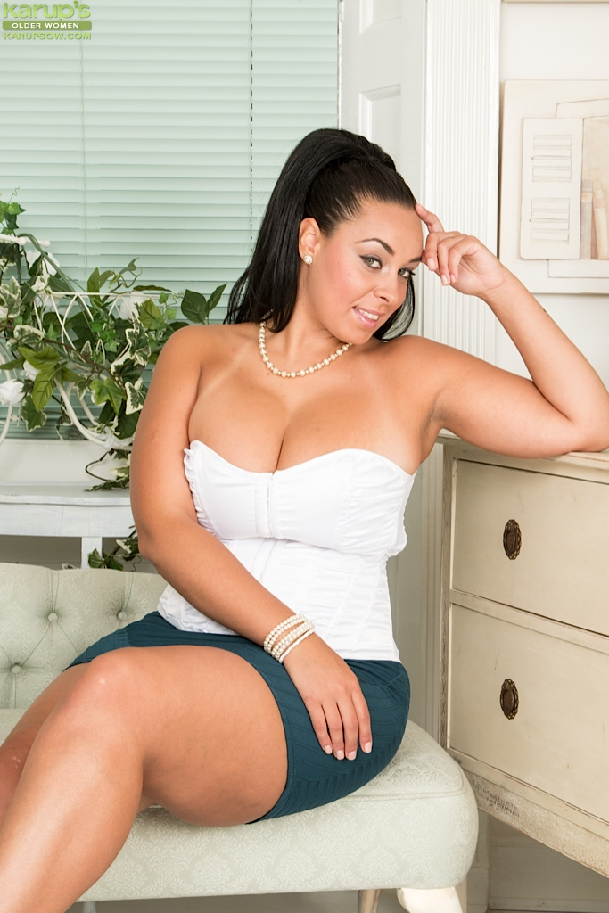 Naked anatur thick legs girls consider