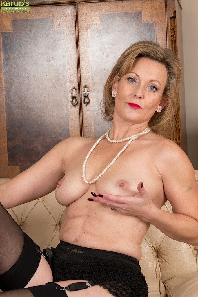 Amateur mature black lingerie lie
