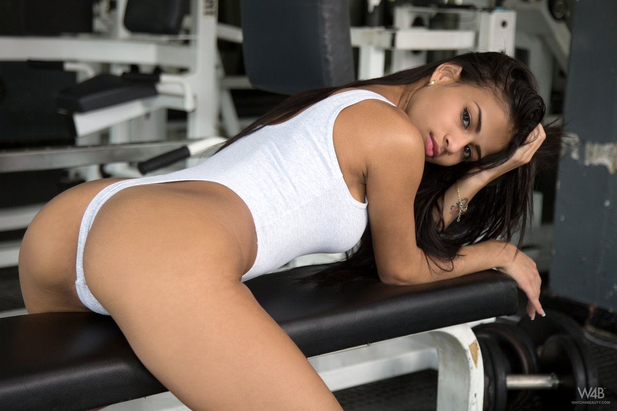 naked girl gym hotties