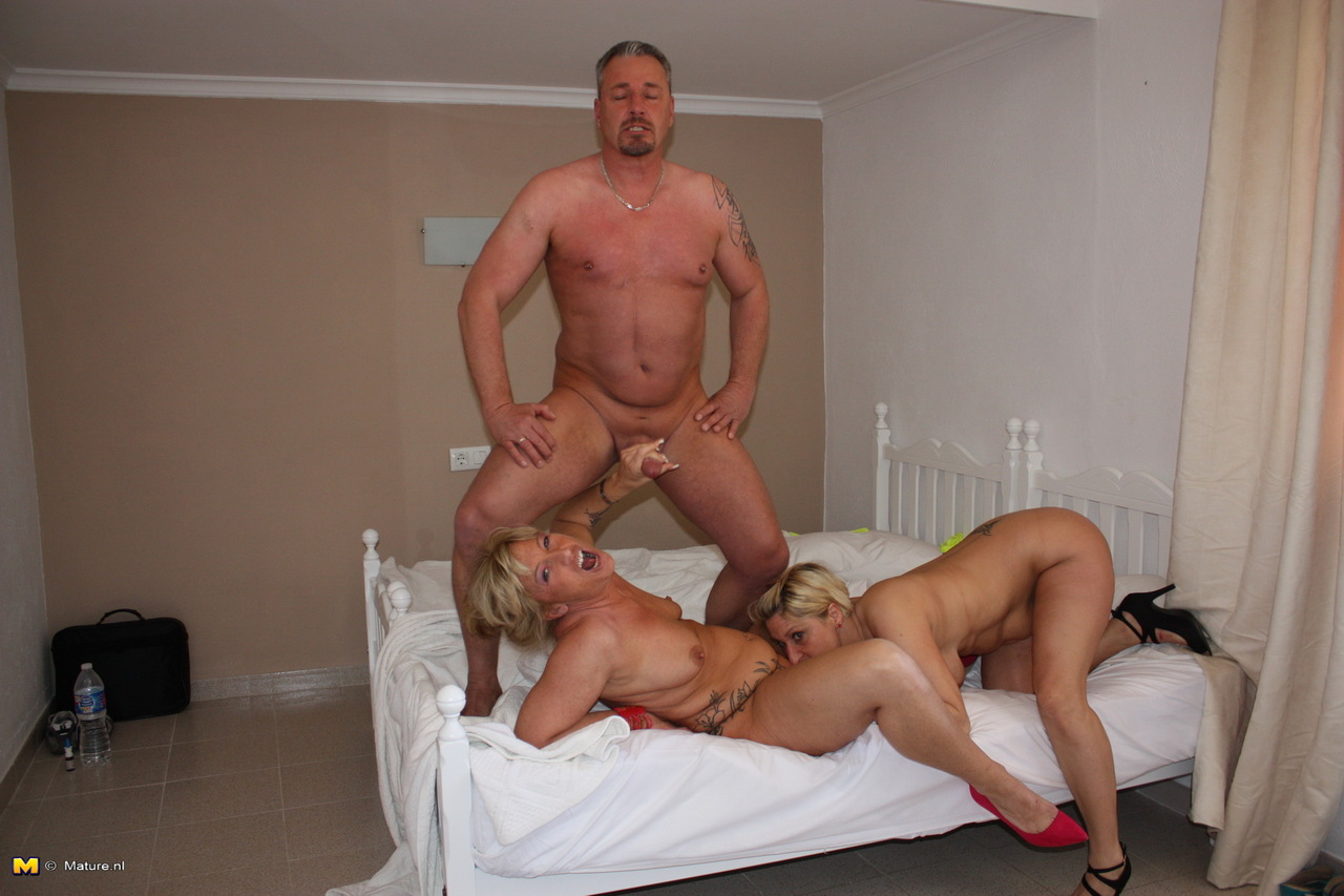 Older German housewives have their first threesome experience