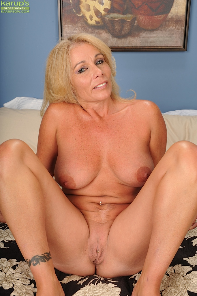 Naked blond mature woman — pic 13