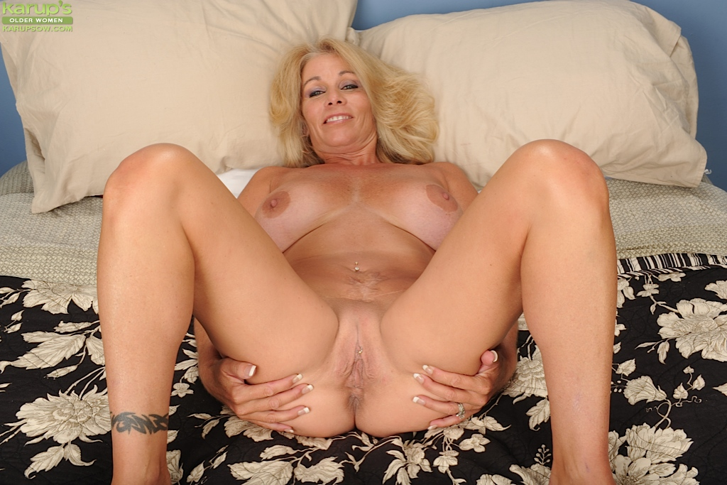 Opinion, amateur blonde milf spread