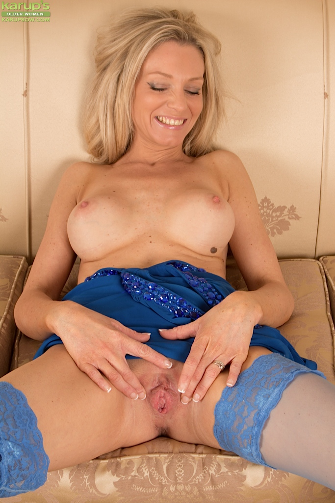 Amateur blonde wife cum