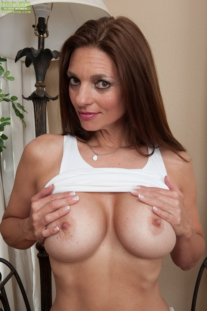 Chesty MILF Mindi Mink fondles her big melons  spreads her pussy lips wide