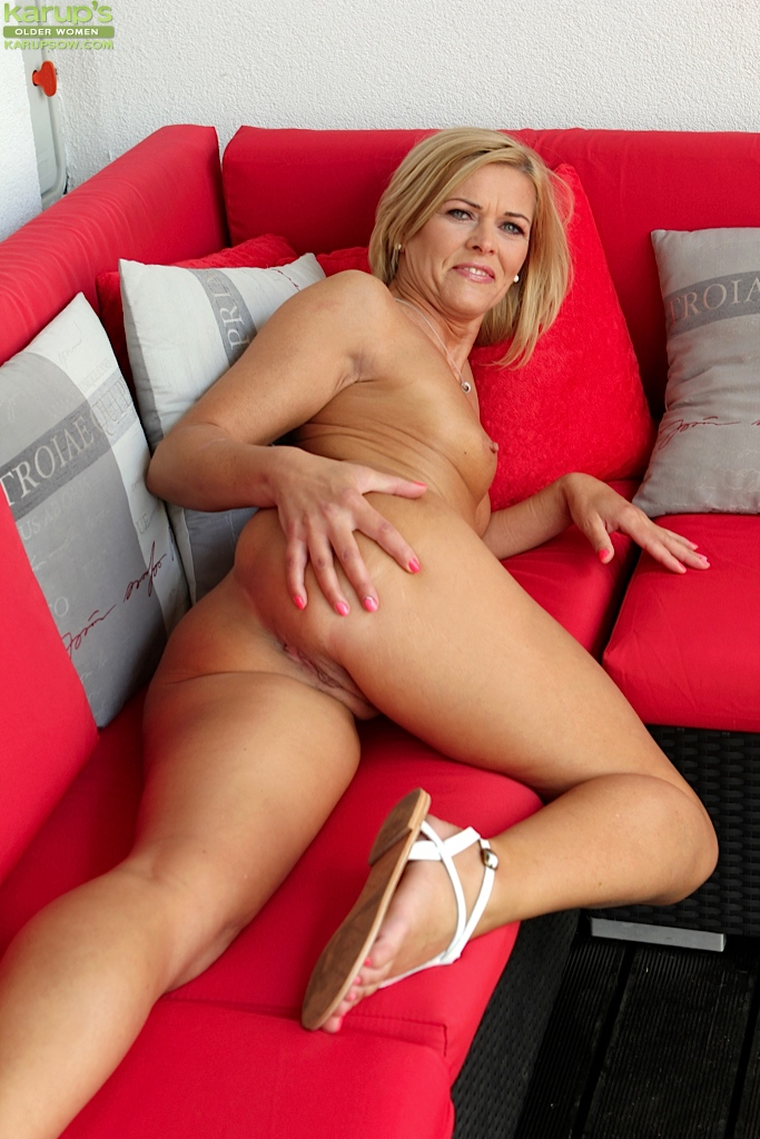 Sluty naked older moms