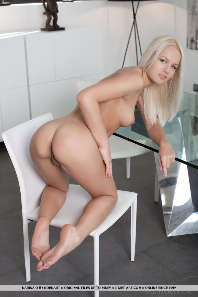 Charming Blonde Sweetheart Karina O Simply Loves Stripping Down