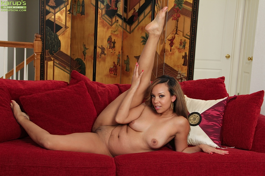 Latina MILF Stacy Welch displays her bald twat with red fingernails