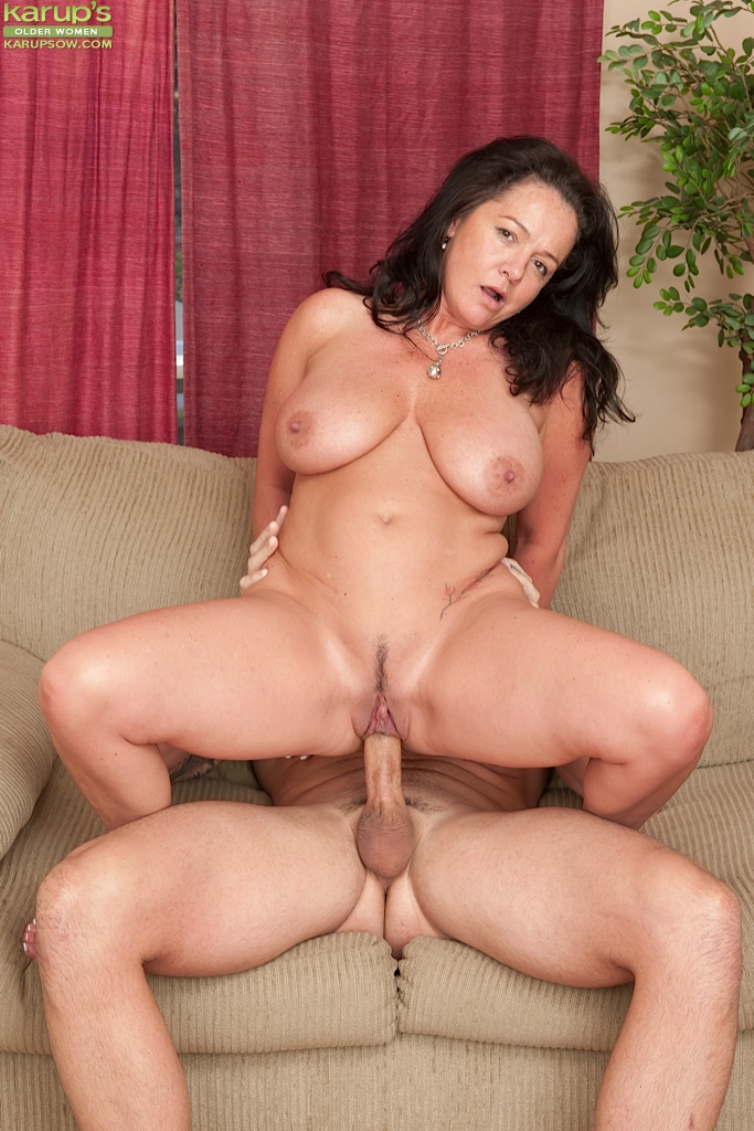 Mature woman fucked rough