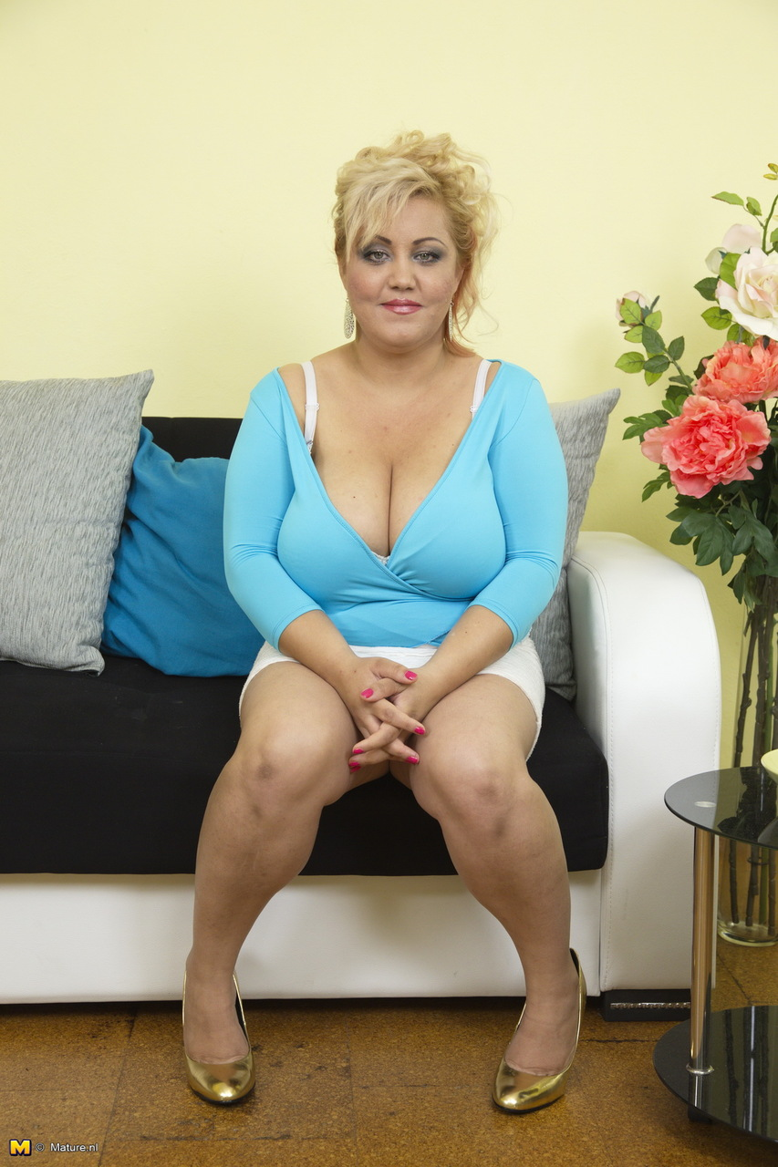 Bbw Small Tits Pics Porn older blonde bbw hikes her mini skirt before revealing