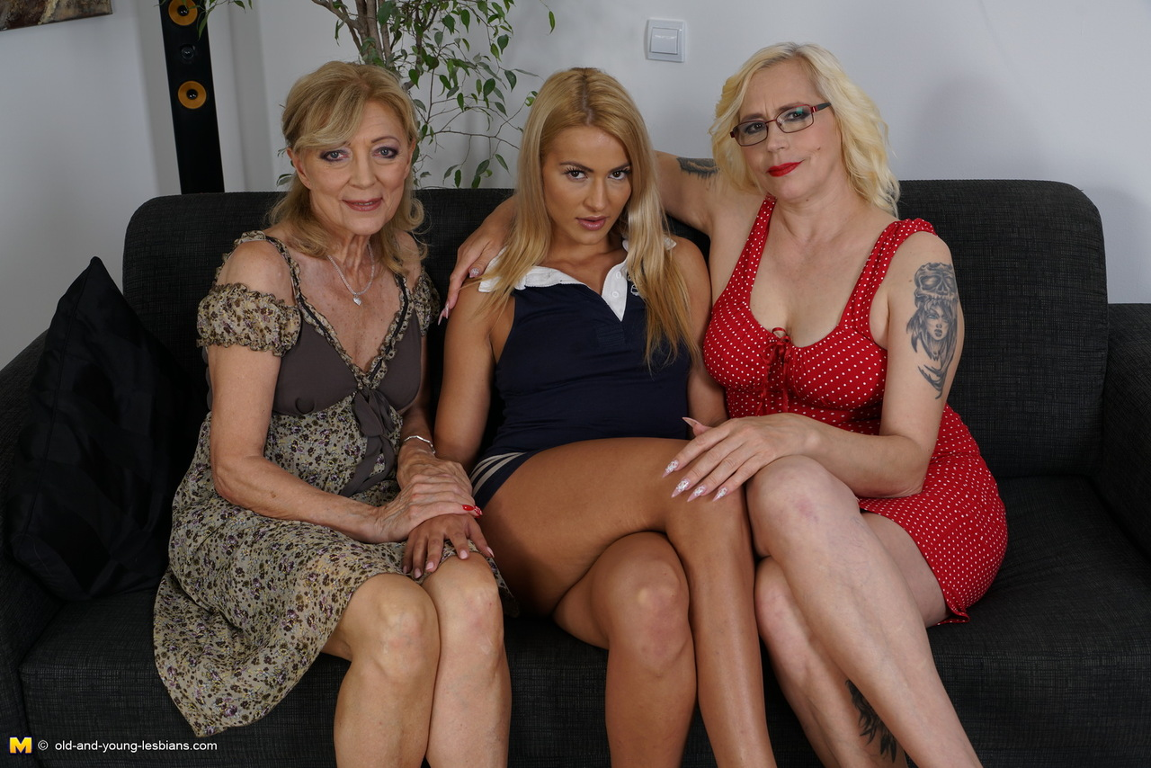 Threesome with old mature woman