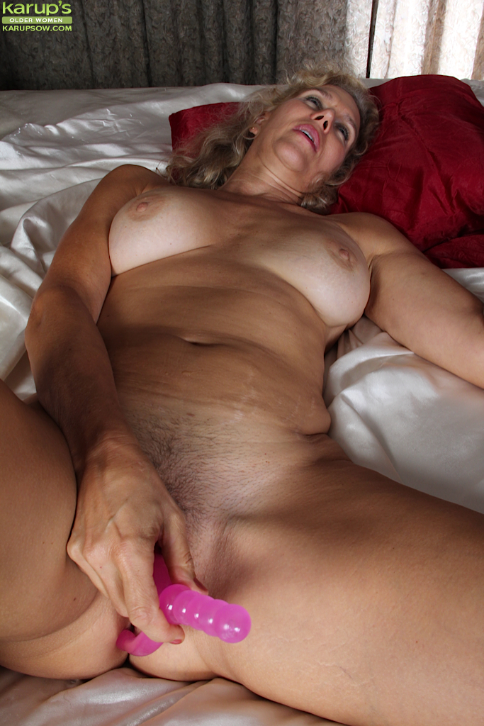 Amateurs with dildo