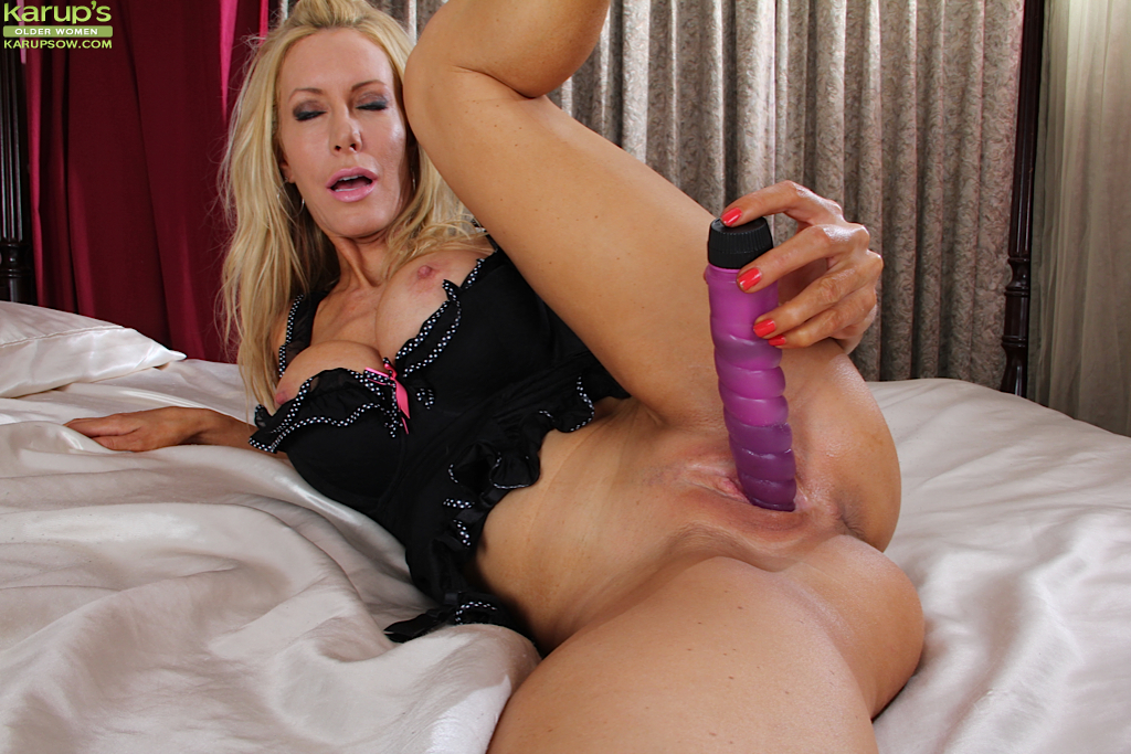 ... Hot mature amateur Pamela Rivett masturbating pussy with dildo in hot  lingerie ...