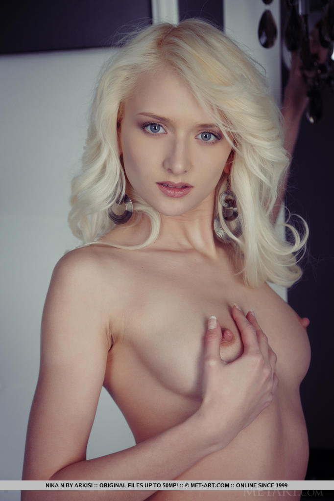 Blonde nude and vaping in the kitchen - 2 part 1