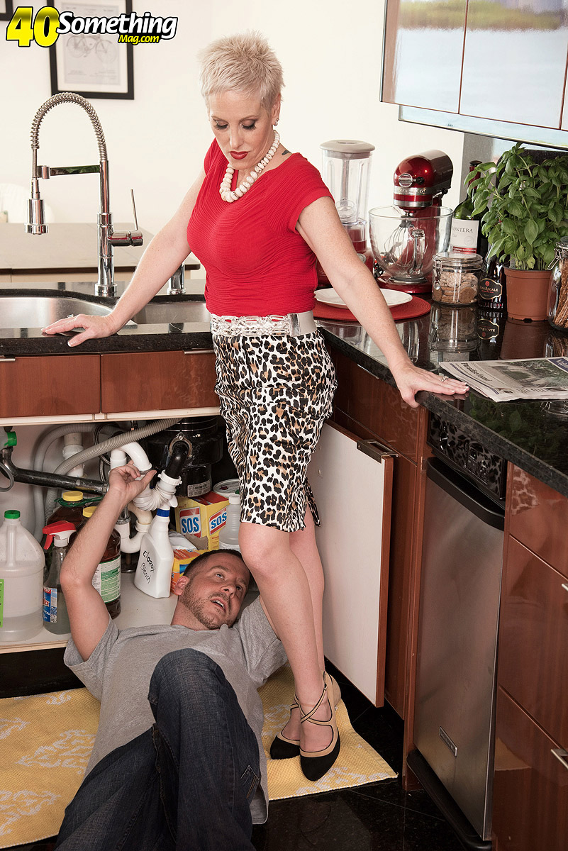 mature kimber phoenix excites the plumber to cuckold her hubby in