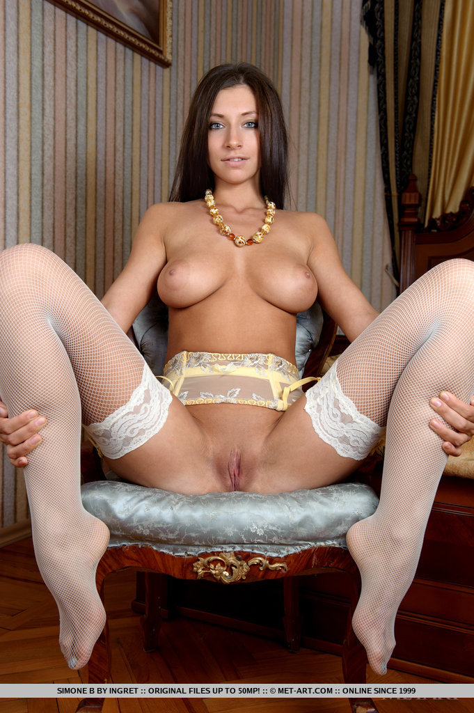 big-tit-open-legs-hot-girls