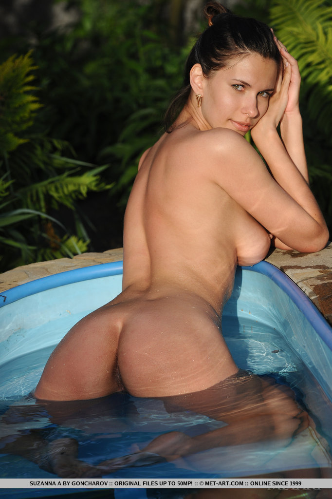 naked female spreading cheeks