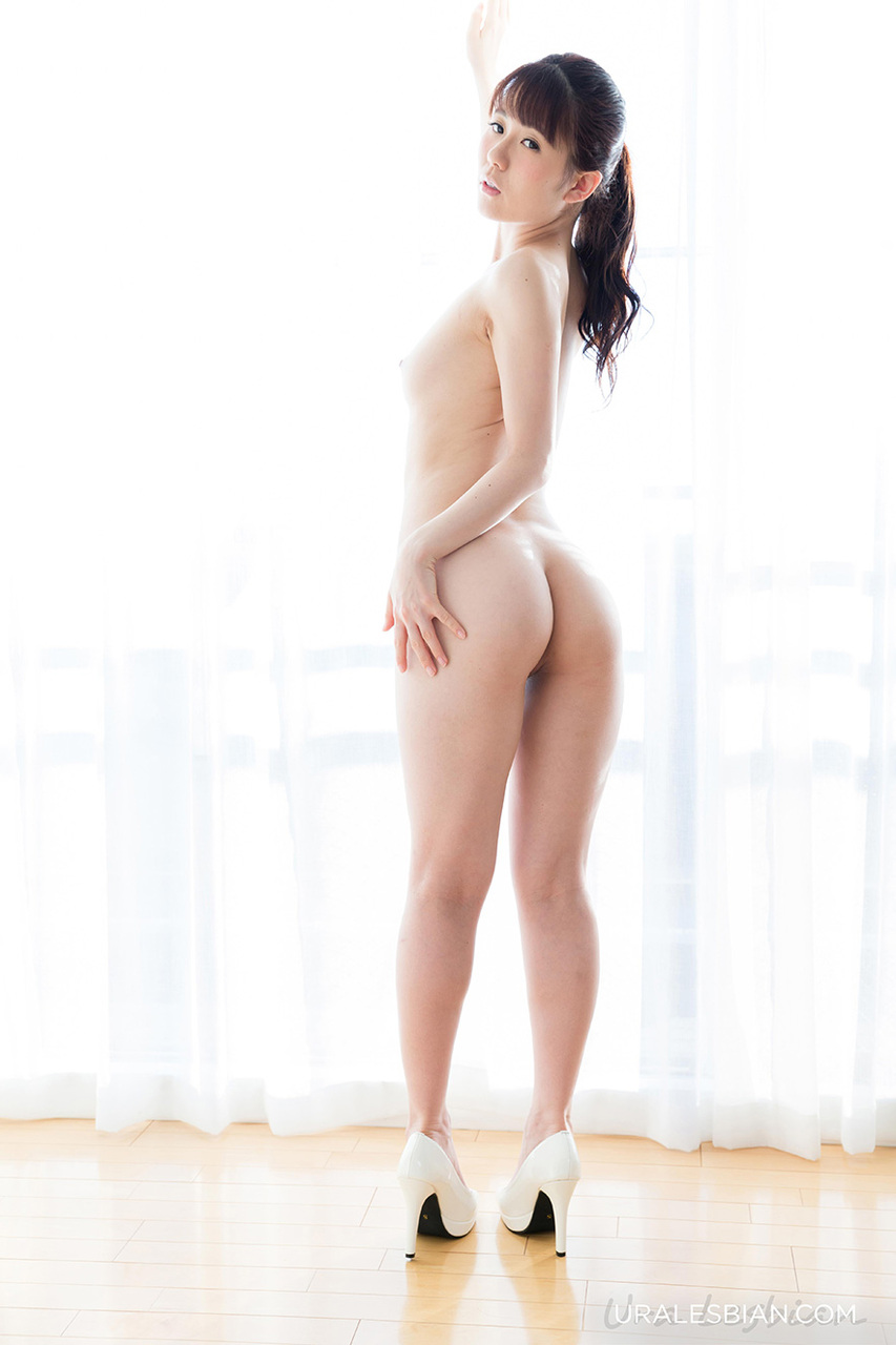 Naked Japanese girl ass