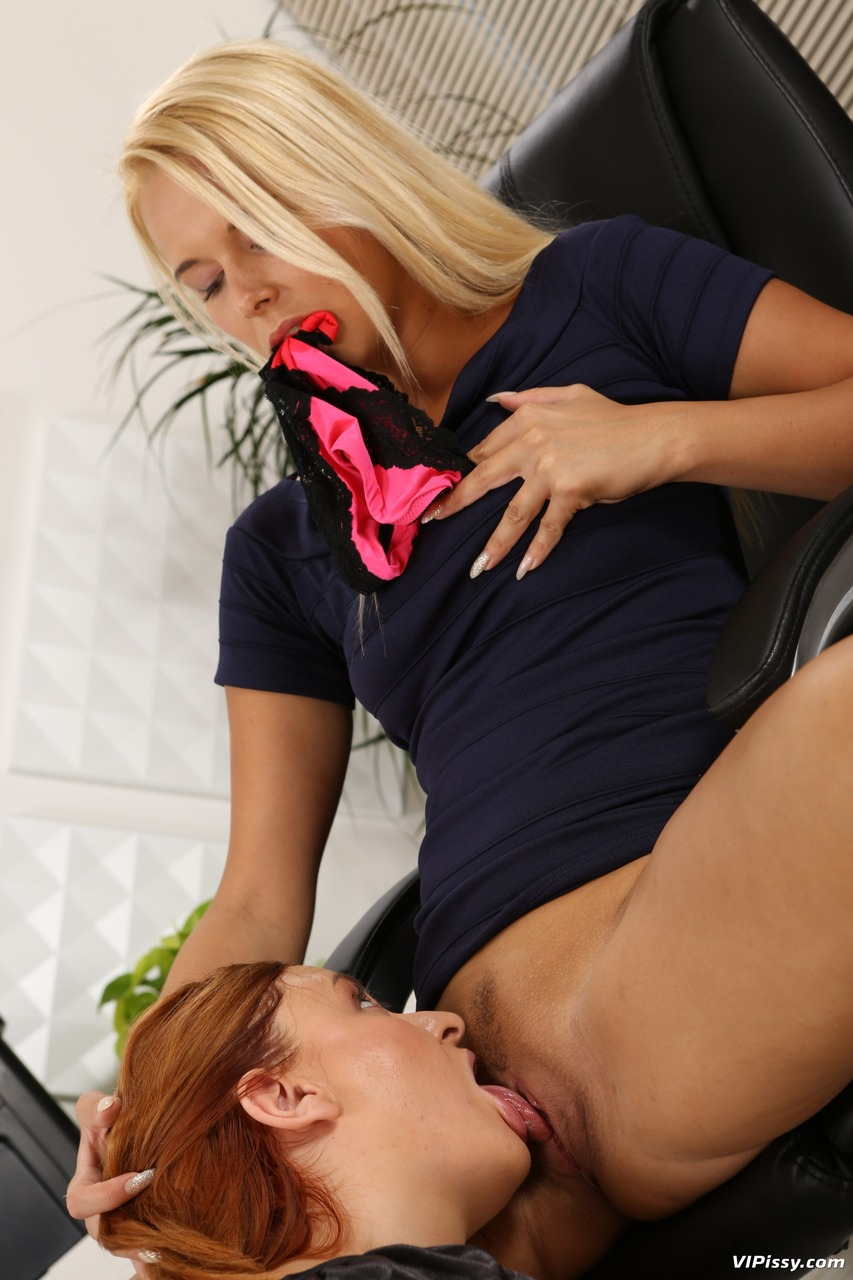 Eating pussy at work