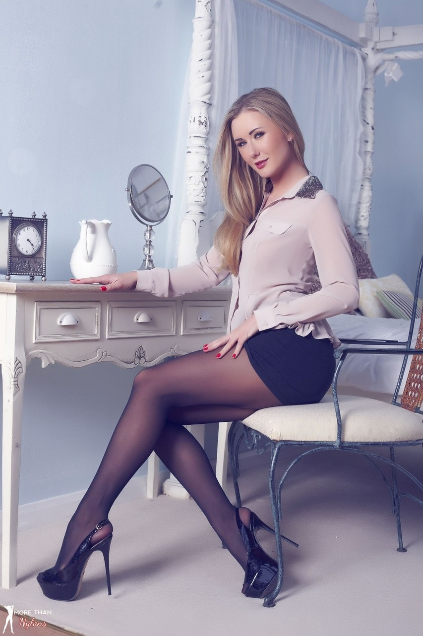 big-breast-her-pantyhose-at-only-sexy-young