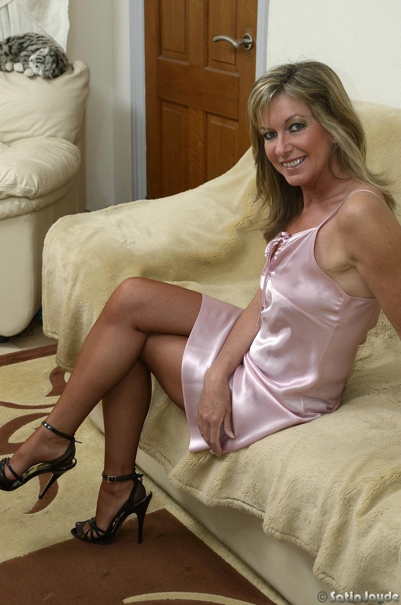 sexy mature stocking pics - hookups free!
