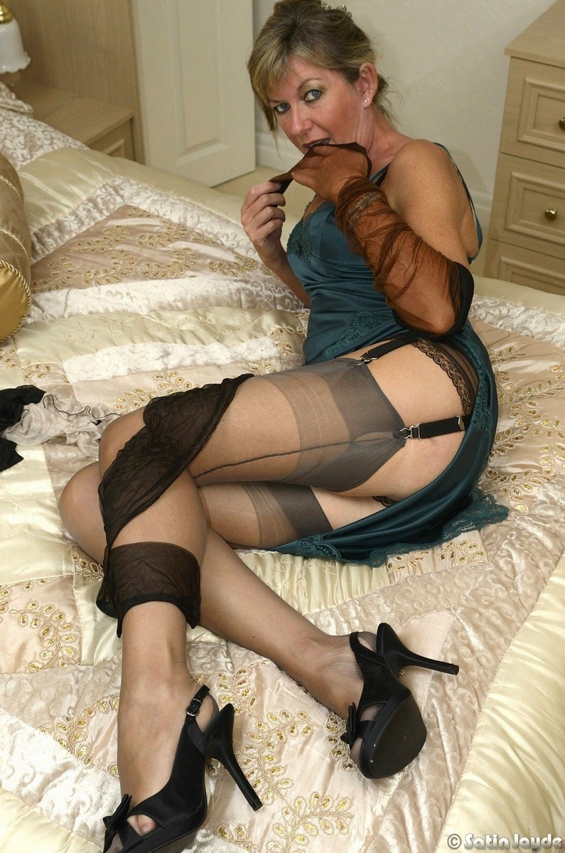 Reife damen in nylons