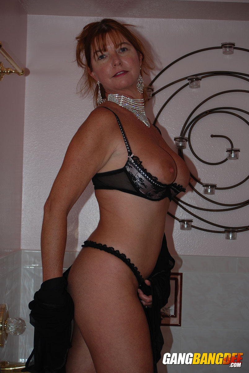 mature sexy Amateur bra boobs